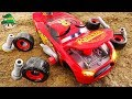 Assembling the Disney Lightning McQueen wheels. Car tool play.