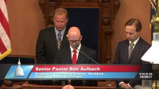 Sen. MacGregor welcomes Pastor Aulbach to deliver the invocation at the Michigan Senate
