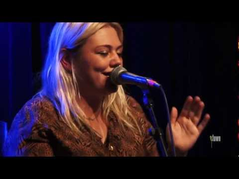 "Elle King - ""Playing For Keeps"" (Live on eTown)"