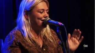 "Elle King - ""Playing For Keeps"" (eTown webisode #299)"