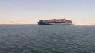 لحظة عبور أول سفينة بقناة السويس الجديدة بمنطقة البلاح 25يوليو