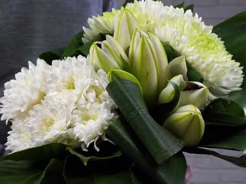 How to Make a Grouped Hand Tied Bouquet in 1 Minute