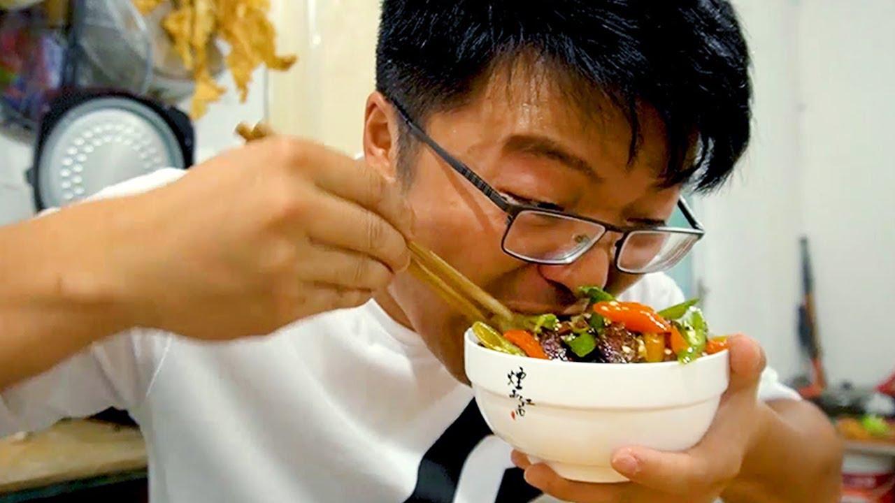 一斤二荆条烧牦牛肉,大sao全盖到饭上,配着大蒜吃起来更过瘾!【徐大sao】