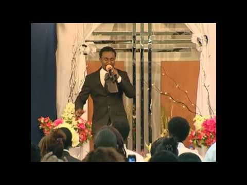 Ephrem Alemu / ኤፍሬም አለሙ - Live worship / አምልኮ - at ABU DHABI.flv