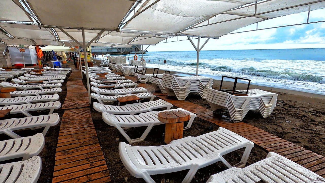 Шторм в Крыму. Дождь РАЗОГНАЛ всех ОТДЫХАЮЩИХ с пляжей в СУДАКЕ. Показываю всё как есть.