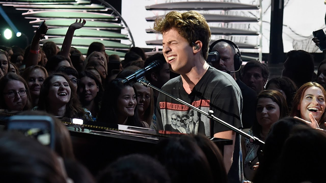 Download Charlie Puth Performs Soulful Version of 'We Don't Talk Anymore' at 2016 Teen Choice Awards