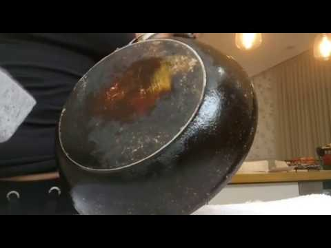 How to clean frying pan bottom with SAG Magic Stone?