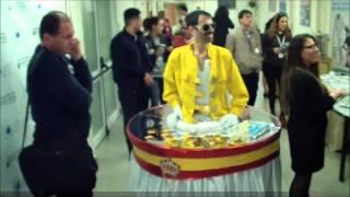 """""""השולחן המרקד"""" - פרדי מרקורי הישראלי - כנס מכירות"""