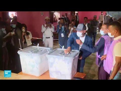 آبي أحمد يواجه أول اختبار انتخابي منذ وصوله للسلطة في إثيوبيا مع استمرار النزاع بإقليم تيغراي  - نشر قبل 2 ساعة