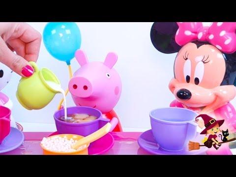 Peppa Pig Minnie Mouse y Hello Kitty Toman el Té con Huevos Sorpresa