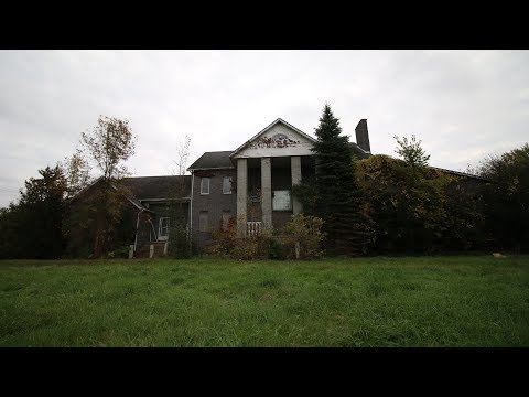 Exploring The Abandoned Drug KingPin / Bike Gang Member Mansion