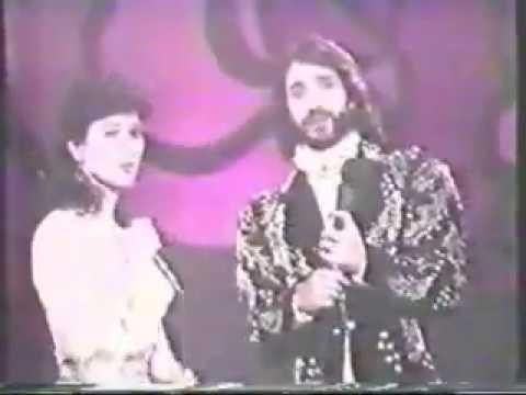 Beatriz Adriana - Que Vuelva Dueto Marco Antonio Solis el Buki  Video Original!