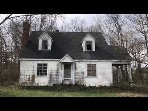Abandoned House of neat antiques and other vintage products. Must see !