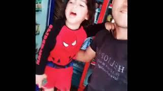 طفل صغير معجزه بيغني محدش سامعني ليه😂😂