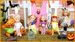 Barbie Chelsea Toddler Elsa & Anna Trick or Treating show for kids