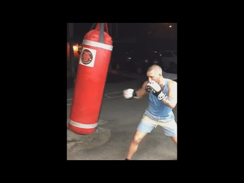 ♛Conor Mcgregor♛ Destroys Heavy Bag