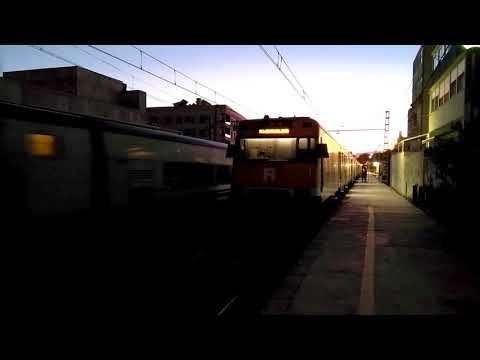 Talgo Renfe Cartagena rebasando al Regional Express de Tortosa en Cambrils