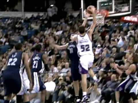 Brad Miller HUGE Throwdown in the lane
