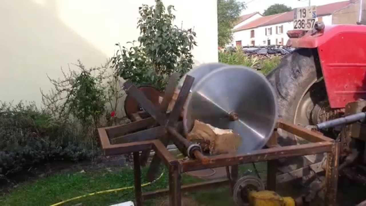 Premier essai scie pour bois de chauffage 2 lames youtube for Chauffage bois pour piscine