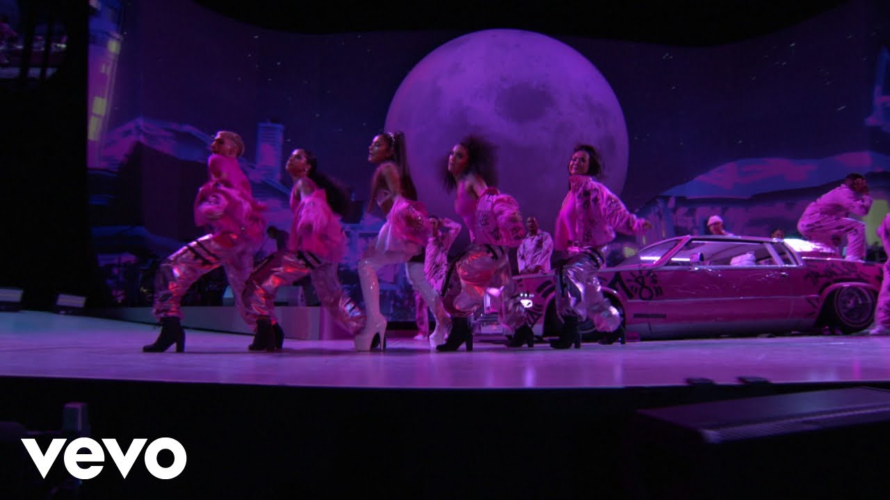 Ariana Grande - 7 rings (Live From The Billboard Music Awards / 2019)