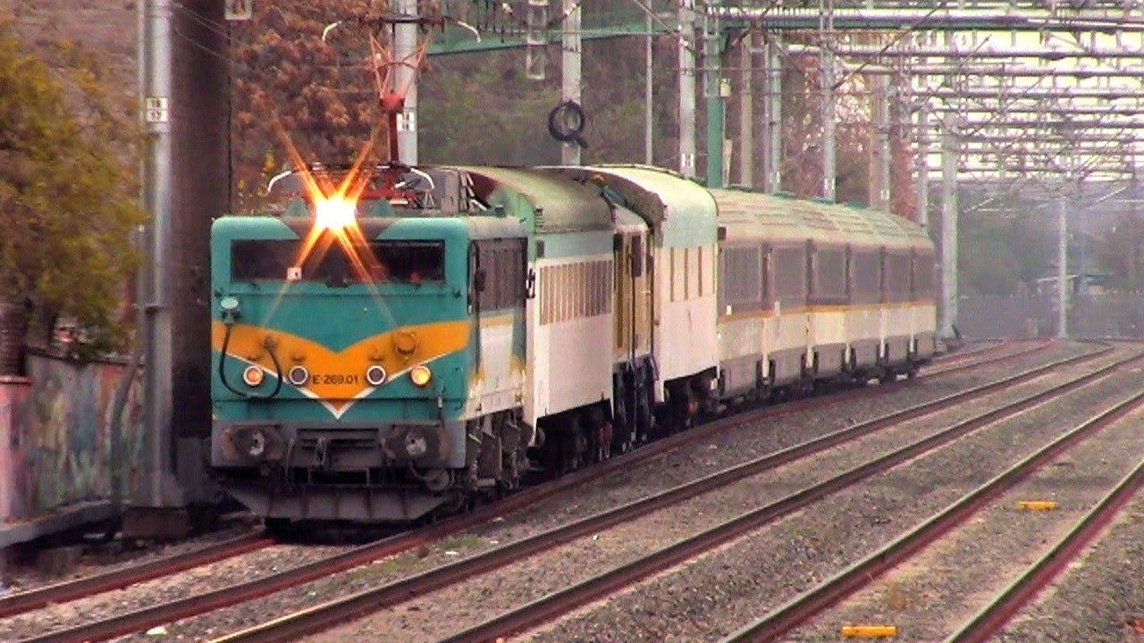 Locomotora eléctrica E-269-01 en viaje de pruebas después de haber estado 10 años fuera de servicio