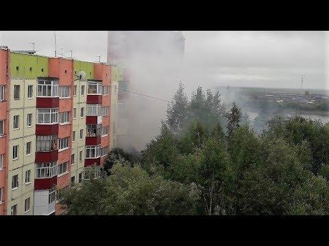 В Нефтеюганске пожарные спасли женщину с ребёнком из горящего дома