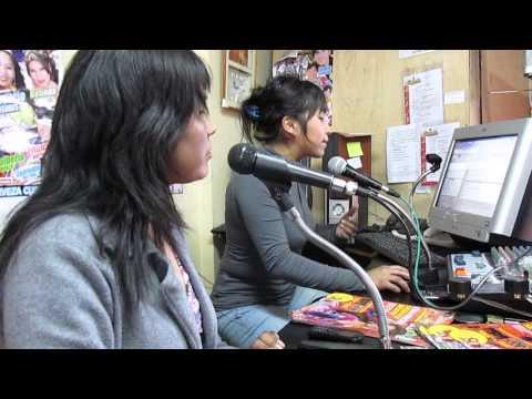 locutoras de radio Gigante del Cusco obsequian revistas full ritmo a sus oyentes...