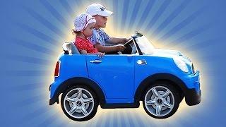 Дети катаются на детской машине МанкитуИгры # 22(Манкиту - канал для детей. Видео для детей. Видео для детей. Дети катаются на электромобиле. Сначала сестра..., 2015-09-21T16:20:33.000Z)