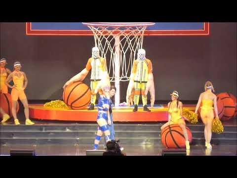 Katy Perry : Swish Swish With Guest Fan + Roar (Live In Paris 2018)