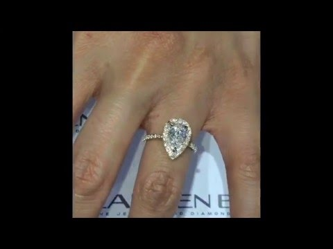 1 Carat Pear Diamond Engagement Ring In Yellow Gold Halo