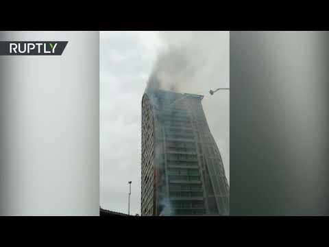 VIDEOS: Se registra un incendio en la torre Trump de Bakú, la capital de Azerbaiyán