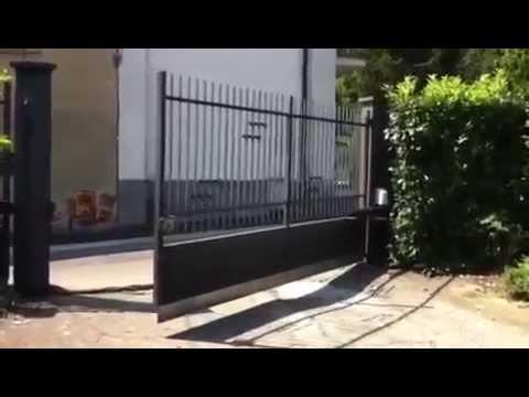 Откатные ворота : монтаж снаружи - YouTube