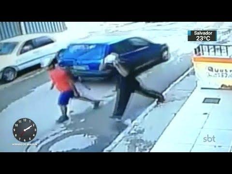 Polícia prende bandidos que assaltaram farmácia e foram reconhecidos   SBT Notícias (03/11/17)