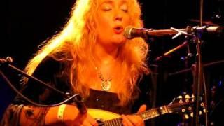 "Louisa John-Krol - ""Blackbird"" (live Mons 2009)"