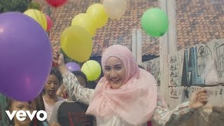 Video Fatin - Away (Official Music Video) download MP3, 3GP, MP4, WEBM, AVI, FLV Mei 2018