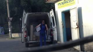 Гюнсел транспортная компания загружает машину(, 2012-07-06T14:47:19.000Z)