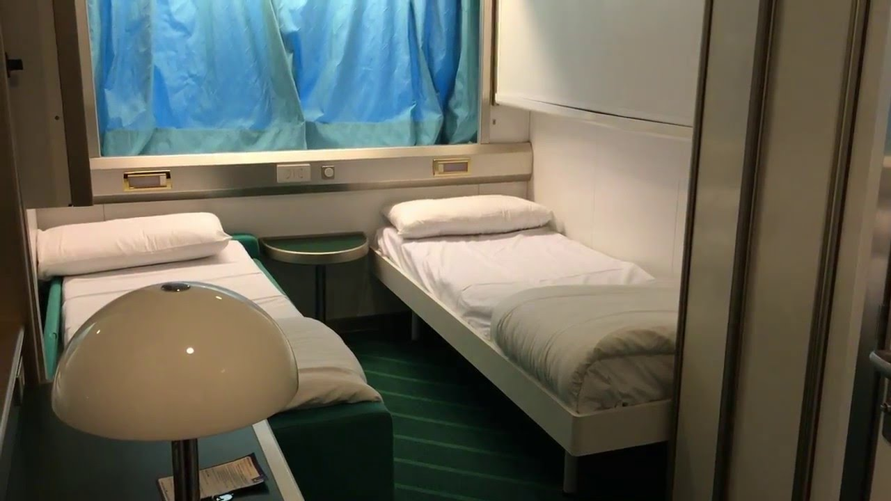 une cabine sur le corsica ferries youtube. Black Bedroom Furniture Sets. Home Design Ideas