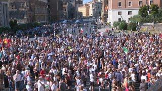 Un millar de personas se manifiestan en Roma contra las mascarillas y las vacunas   AFP