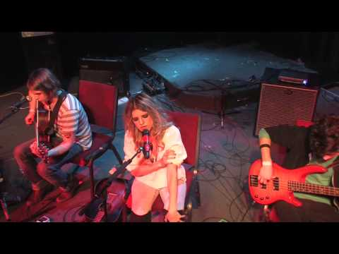 Juliet Simms of Automatic Loveletter performing