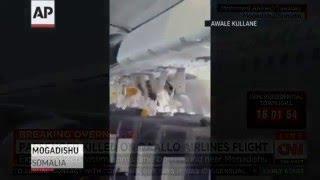 АВИАКАТАСТРОФА 2016 СОМАЛИ ПОЛЕТ С ДЫРОЙ В ОБШИВКЕ А321 ВИДЕО ОЧЕВИДЦА(авиакатастрофа 2016 сомали полёт с дырой в обшивке А321 видео очевидца Экстренную посадку совершил пассажирс..., 2016-02-04T13:36:17.000Z)