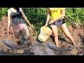 Two beautiful girl Throwing water fishing - How to Fishing at Battambang - By New York ( part 095)