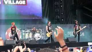 """5 Seconds of Summer- """"Kiss Me Kiss Me"""" (720p) Live @ the IHeartRadio Festival Villiage '14"""