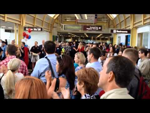 WWII Vets with Honor Flight spontaneously cheered by travelers at Reagan National