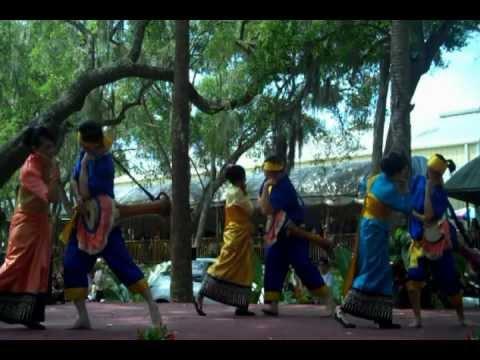 Long Drum Dance (รำกลองยาว)