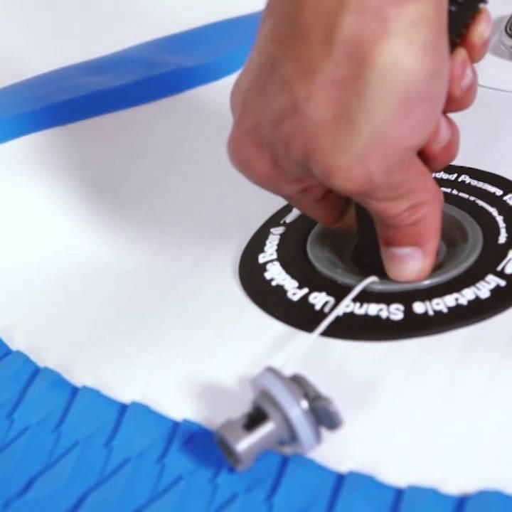 6d8ef31e7 Carlos Burle  como montar a prancha de Stand Up Paddle - YouTube