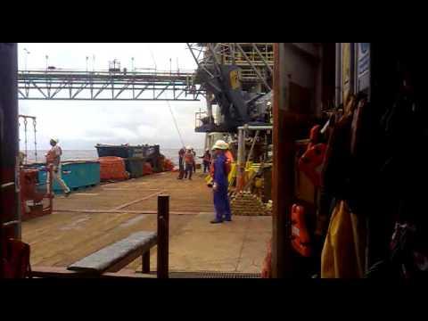 Lifting operations on a crane vessel