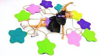 Барби делает Новогоднюю гирлянду из фетра
