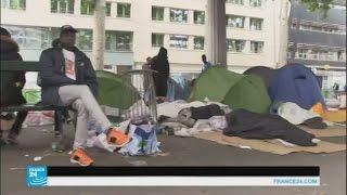فرنسا: عشرات المهاجرين ينتظرون أوراقهم في الشارع
