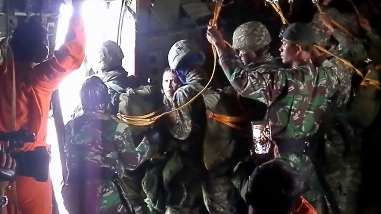 Download detik detik menegangkan terjun payung static prajurit LINUD TNI-AD