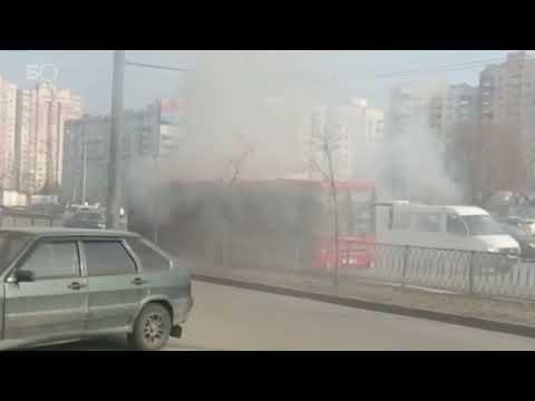 В Казани на проспекте Ямашева горит автобус